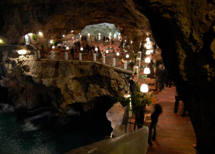 The Seaside Restaurant Inside A Cave In Italy Places To See In - Restaurant built inside a cave in italy offers beautiful views as you dine