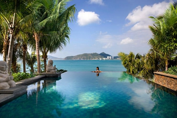 Top 10 resorts around the world places to see in your for Beautiful hotels around the world