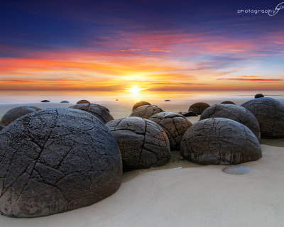 Moeraki Boulders – the Round Spheres on the Beach in New Zealand
