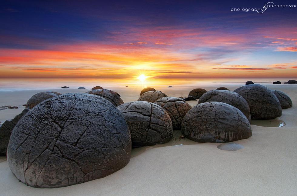 Moeraki Boulders – the Round Spheres on the Beach in New Zealand