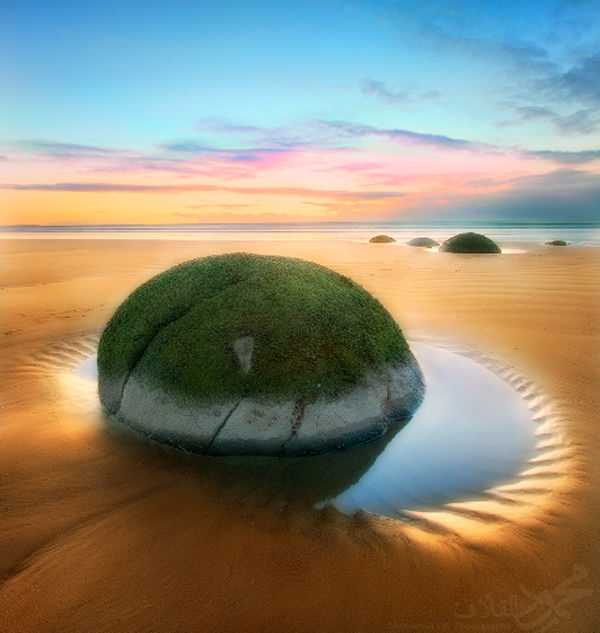 Moeraki Boulders - the Round Spheres on the Beach in New Zealand