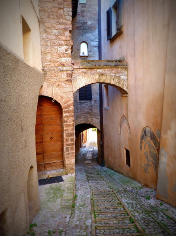 Streets of Spello – the Most Exciting Hike in Ancient Town, Italy