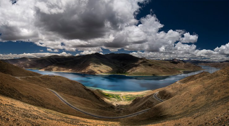 Make a Pilgrimage to the Sacred Yamdrok Lake in Tibet