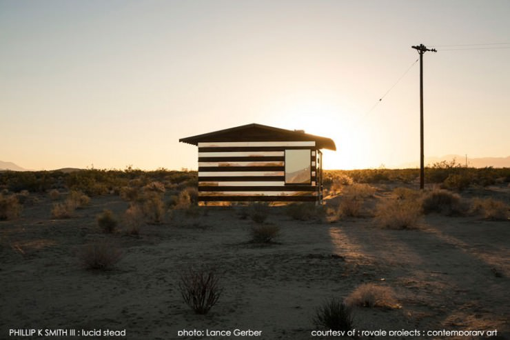 Lucid Stead – a Stunning Mirror House in the Desert, California, USA