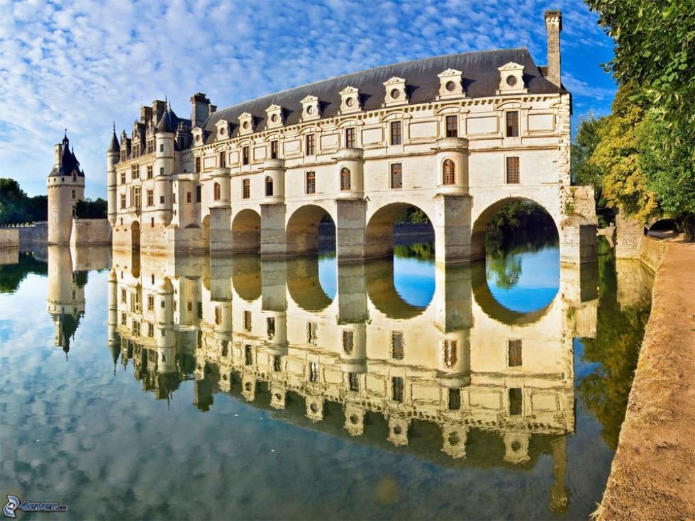 Château de Chenonceau – a Popular Tourist Attraction on the River, France