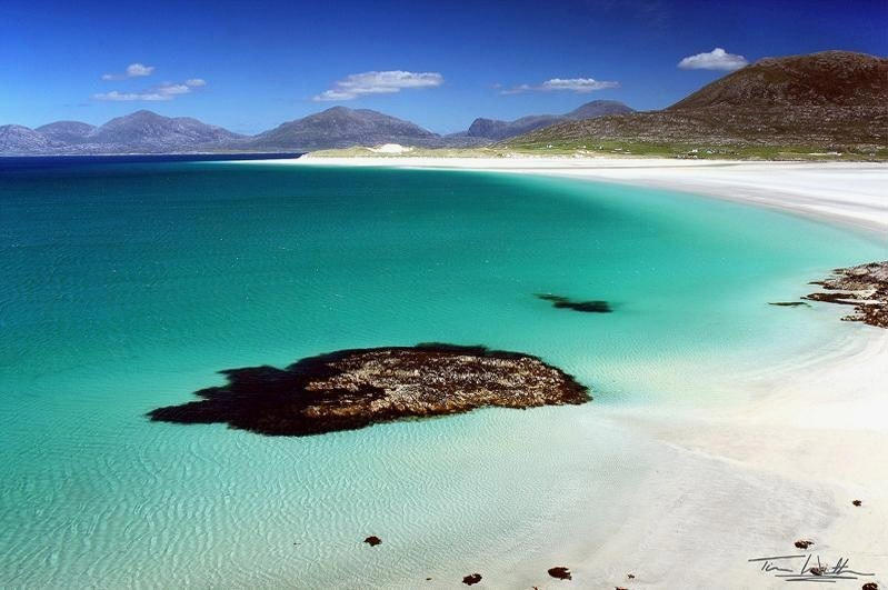 Luskentyre – White Sandy Beach and Emerald Water in Scotland