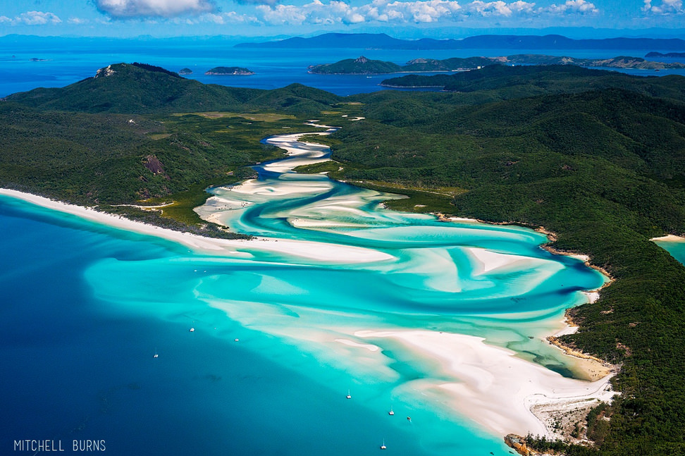 Exciting Air Tours Around Whitsunday Island Australia