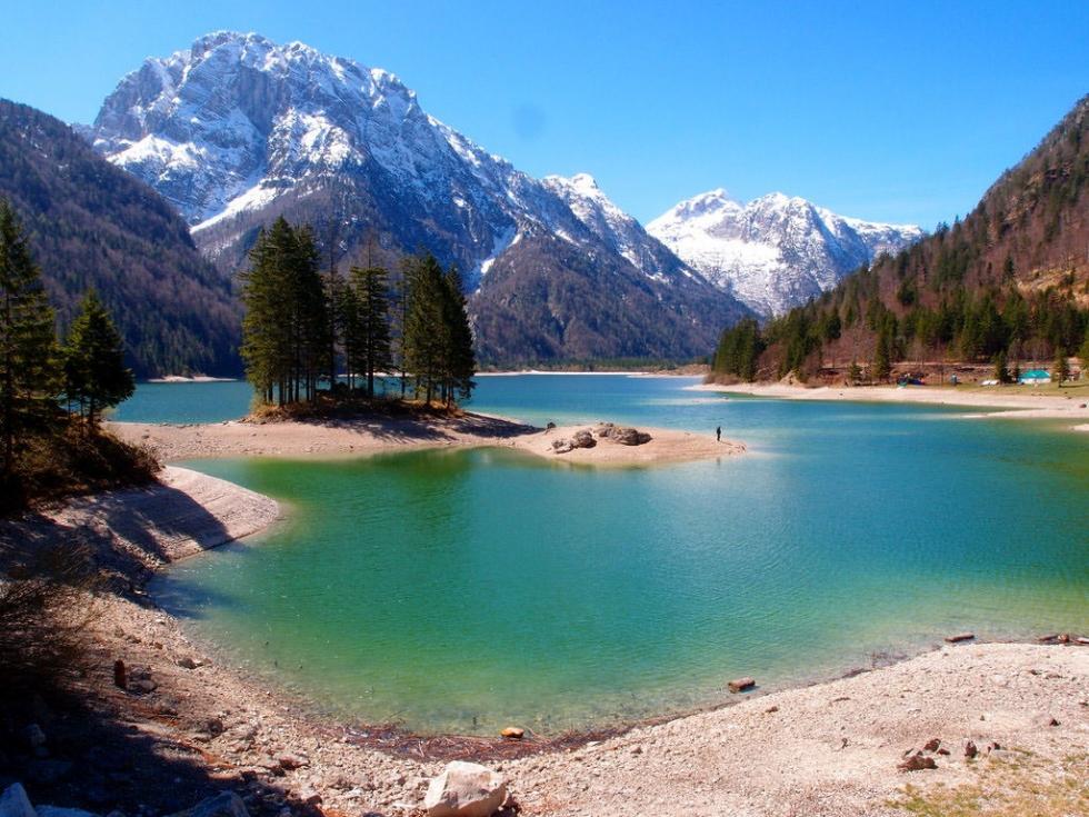 http://www.placestoseeinyourlifetime.com/wp-content/uploads/2014/09/Predil-Lake2-980x735.jpg