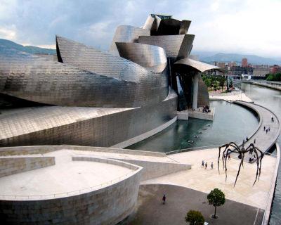 Guggenheim Museum – Winding Metallic Masterpiece in Spain