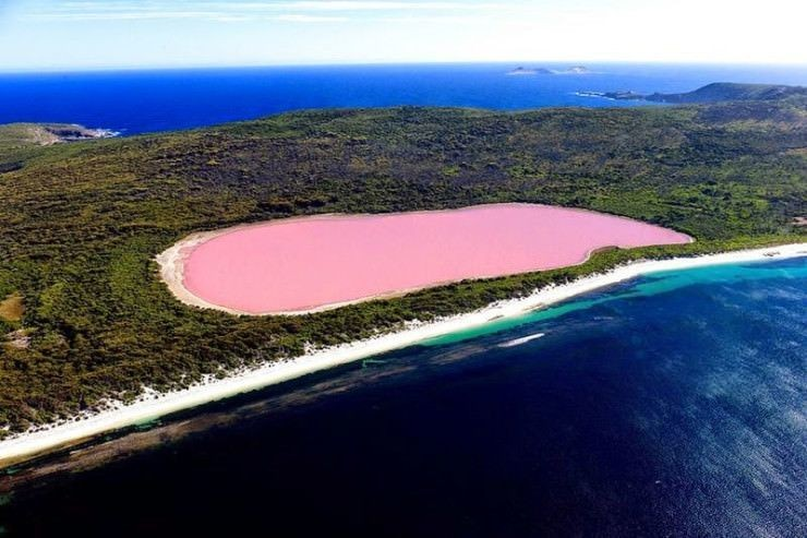 Top Australia-Lake Hillier -Photo by Ockert Le Roux