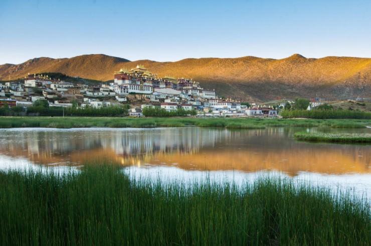 Top Ancient Towns-Songzanlin-Photo by Brendan van Son