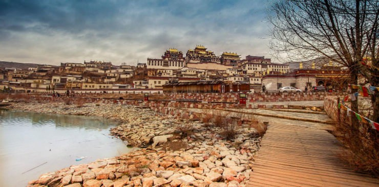 Top Ancient Towns-Songzanlin-Photo by Rungthum Lee