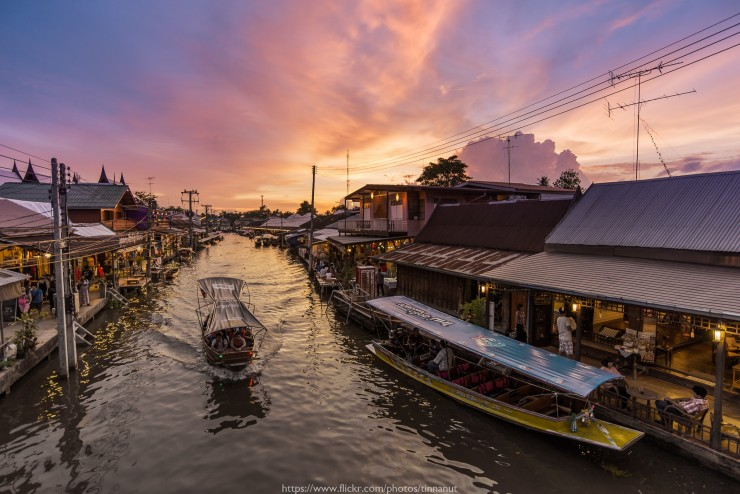 Floating Market by Tinnapat Chaikoonsaeng
