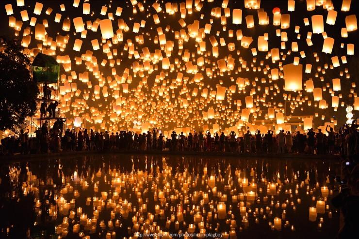 Loi Krathong Festival by Nanut Bovorn