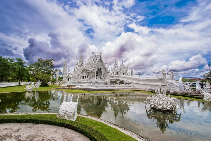 Wat Rong Khun by Cesar Asensio