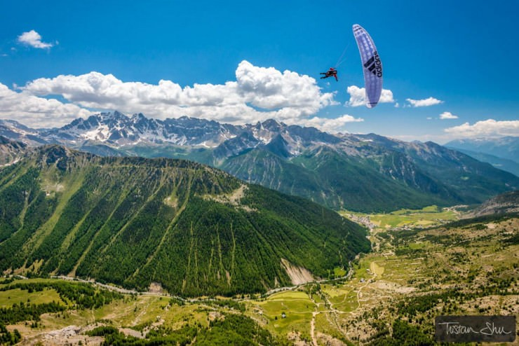 Paraglide-Photo by Tristan Shu
