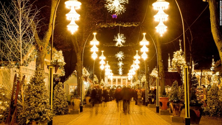 tivoli, stalls, booths, coulor, christmas, decorated, colourful, travel, tourist, visitor, attraction, famous, tourism, outside, evening, denmark, copenhagen