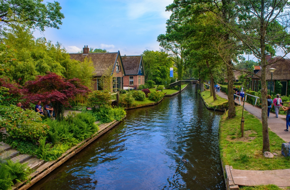 Giethoorn: a quick guide to an Instagram famous village without roads