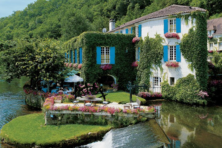 Idyllic Hotel in Romantic Village of Brantôme, France