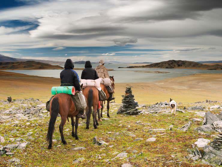 اسب سواری در بیابان مغولستان