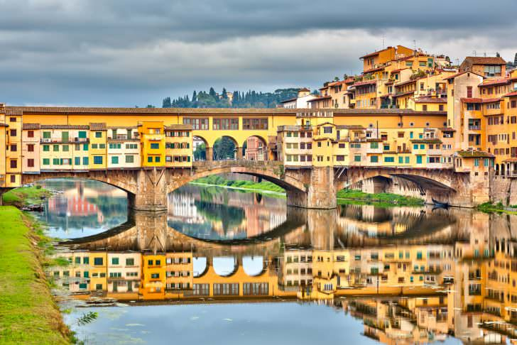 Pone Vecchio over Arno river in Florence, Italy