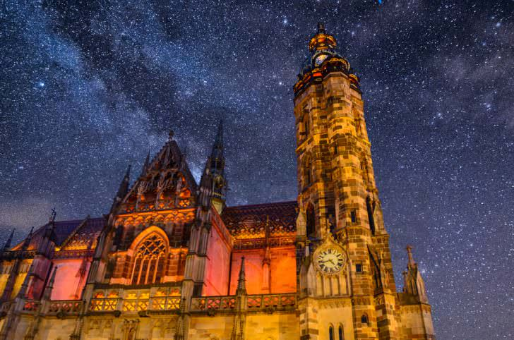 St. Elisabeth Cathedral at night