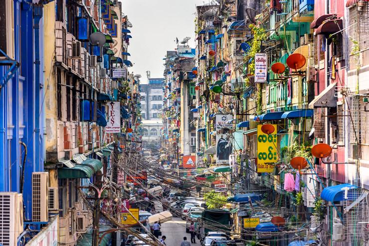 Alleyway in Yangon in front of Bogyoke Market