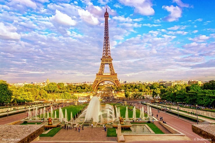 Eiffel Tower and fountain at Jardins du Trocadero in Paris, France