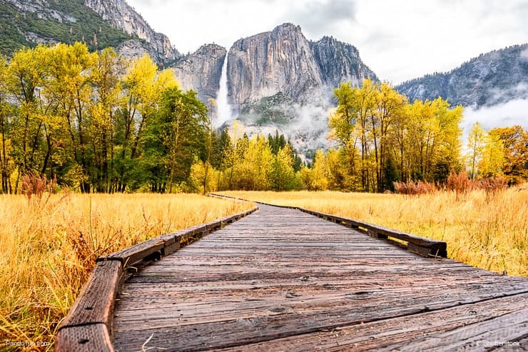 Yosemite National Park Valley with Yosemite Falls at cloudy autumn morning