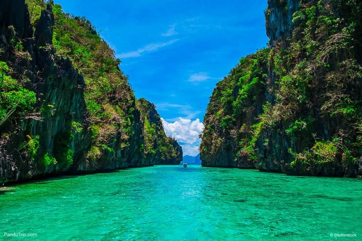 Crystal clear water in Palawan, Philippines