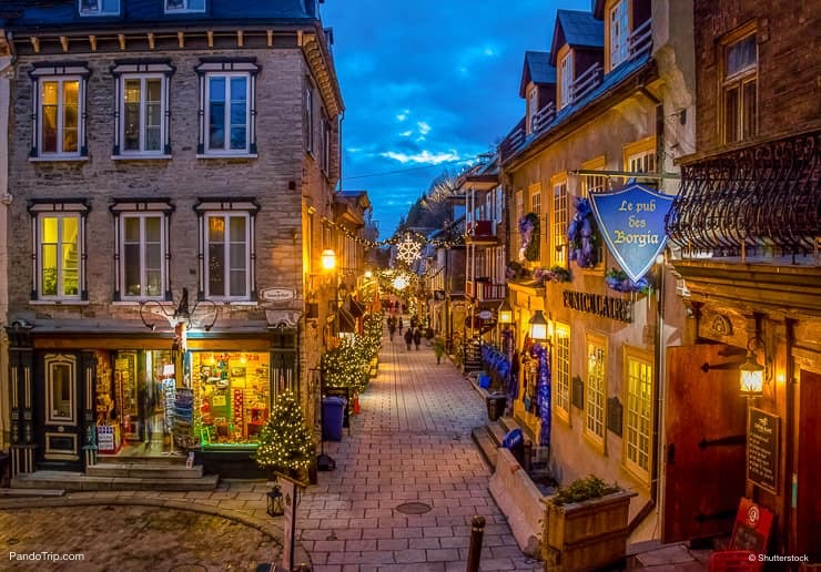 Rue du Petit-Champlain at night