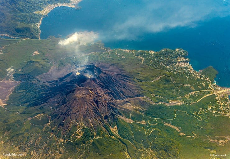 Top 10 Stunning Volcanoes Around the World | Places To See ...