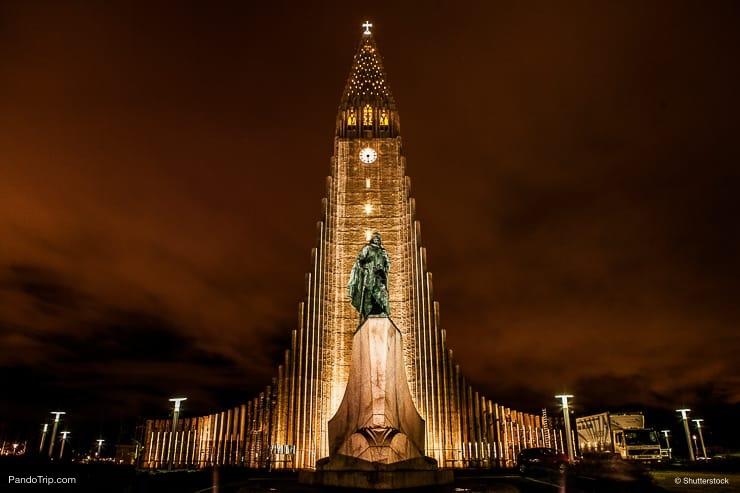 Leifur Eriksson monument and Hallgrimskirkja, Iceland