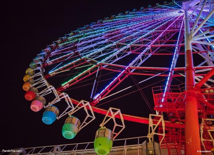 Palette Town Ferris Wheel at night. Odaiba, Tokyo, Japan