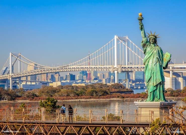 The Statue Of Liberty and the Rainbow Bridge in Odaiba, Tokyo, Japan