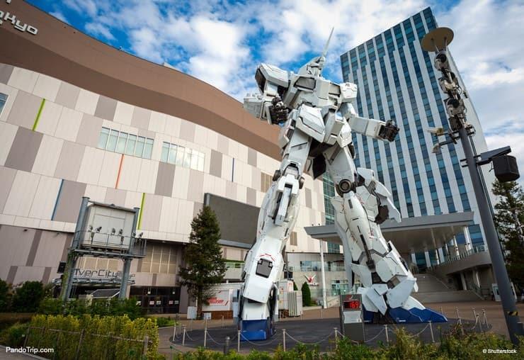 Unicorn Gundam Statue at Diver City Tokyo Plaza in Odaiba, Tokyo, Japan