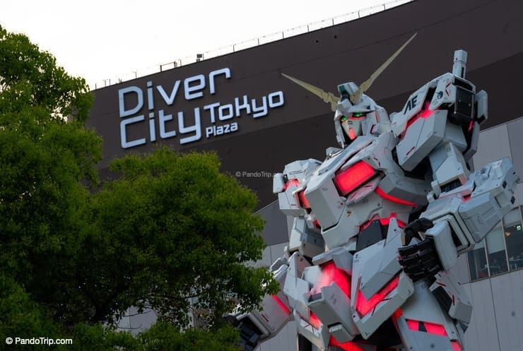 Unicorn Gundam Statue in front of Diver City Tokyo Plaza in Odaiba, Tokyo, Japan