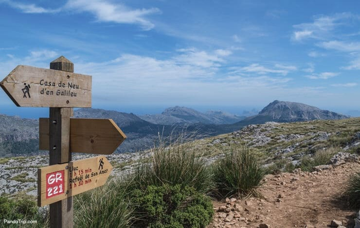 Signpost for hikers in Mallorca along the GR 221